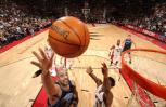 图文-[NBA]爵士102-94猛龙布泽尔单手上篮