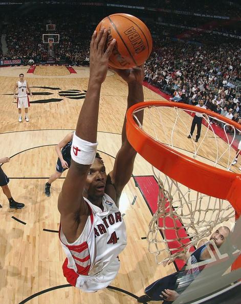 图文-[NBA]爵士102-94猛龙波什双手暴力扣篮