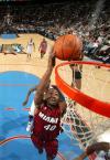 图文-[NBA]76人98-95热火海斯勒姆双手灌篮