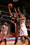 图文-[NBA]开拓者vs火箭海耶斯奋力封盖对手投篮