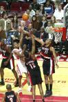 图文-[NBA]开拓者vs火箭阿尔斯通中路强行上篮
