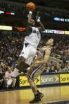 图文-[NBA常规赛]国王vs小牛霍华德强压毕比