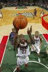 图文-[NBA]尼克斯105-107雄鹿帕特森快攻上篮