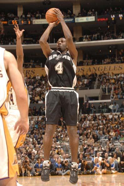 图文-[NBA]马刺96-94湖人芬利急停跳投