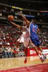 图文-[NBA]快船vs火箭阿尔斯通侧翼强行上篮