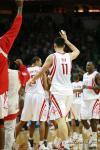 图文-[NBA]快船105-109火箭姚明和队友庆祝胜利