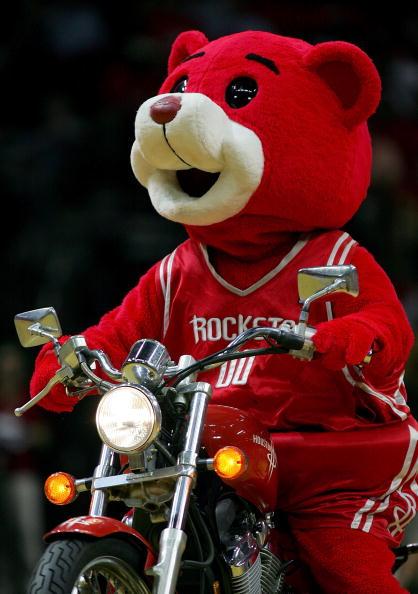 图文-[季后赛]爵士90-98火箭宠物熊骑单车表演