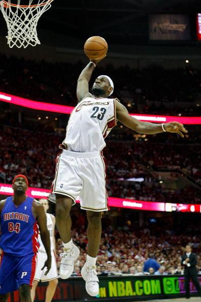 图文-[NBA季后赛]活塞vs骑士詹姆斯扣篮白鹤亮翅