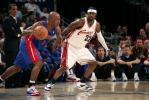 图文-[NBA季后赛]活塞vs骑士休斯紧盯比卢普斯