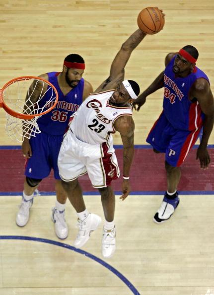 图文-[NBA季后赛]活塞vs骑士雷霸龙式大力灌篮