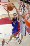 图文-[NBA季后赛]活塞vs骑士普林斯上篮强攻篮下