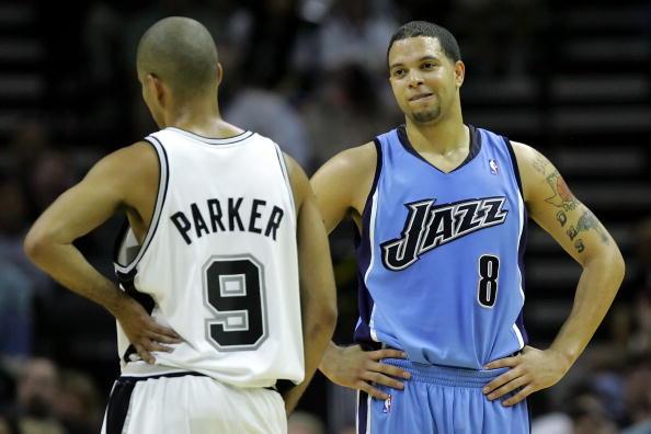图文-[NBA季后赛]爵士vs马刺帕克和威廉姆斯聊天