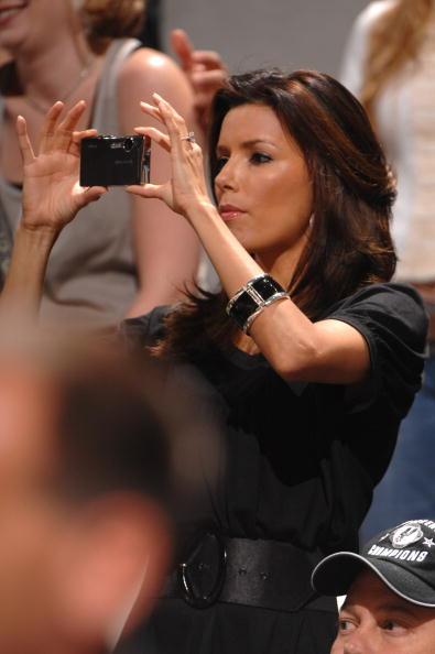 图文-NBA季后赛场边美女如云帕克女友现场观战