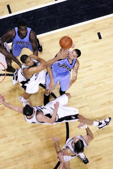 图文-[NBA季后赛]爵士vs马刺邓肯封盖威廉姆斯