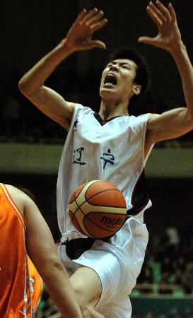 十运篮球江苏男篮夺得季军谷立业遭遇犯规