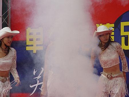 图文-北京单场足彩首发仪式举行美女身陷入迷雾