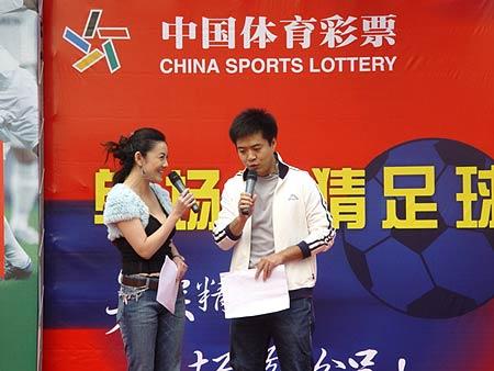 图文-北京单场足彩首发仪式举行彭久洋与段暄调侃