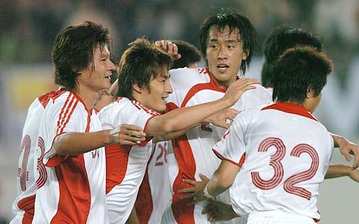 亚洲杯预赛-威峰联袂建功国足2-0轻取巴勒斯坦