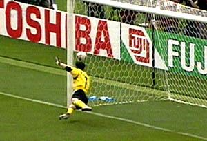 资料图-韩国2002世界杯晋级4强李云在惊艳一