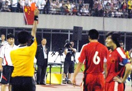 亚洲杯预赛-国足0-0闷和新加坡邵佳一肘击吃红牌