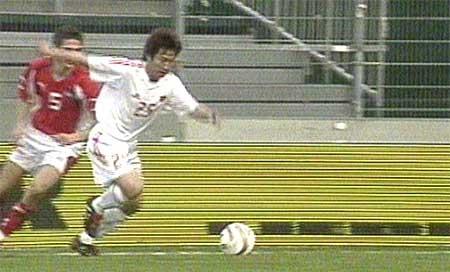 图文-国青队1-2不敌奥地利卢琳远射破门瞬间