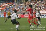 图文-世青赛1/8决赛中国VS德国郜林胸前停球