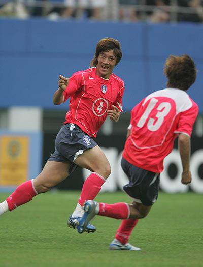图文-国足8人迎战1-1平韩国韩国队扳平比分