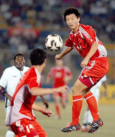 图文-国少1-1加纳晋级八强杨健飞身头球传中