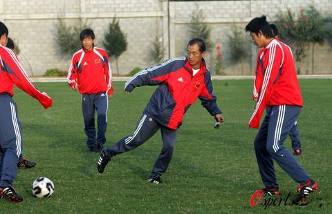 图文-世青赛中国队迎战土耳其张指导亲自参练