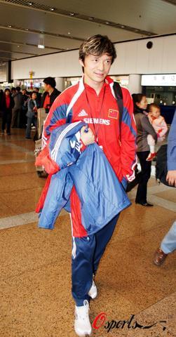 图文-朱广沪率领国足返回北京谢晖归来表情有点怪