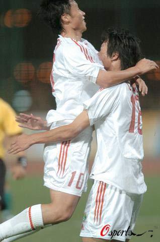 图文-东亚运国足10-0澳门帽子戏法让陈涛兴奋不已