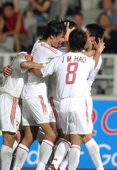 图文-国足2-1战胜日本闯进决赛欢庆幸福时刻