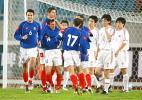 图文-[热身赛]国足0-2塞黑塞黑队员庆祝进球