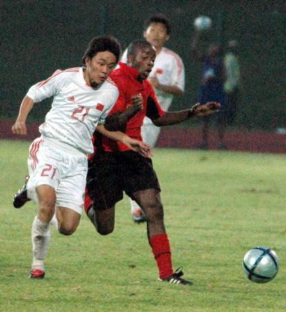 图文-南非八国赛国青夺冠王林作风勇猛强悍