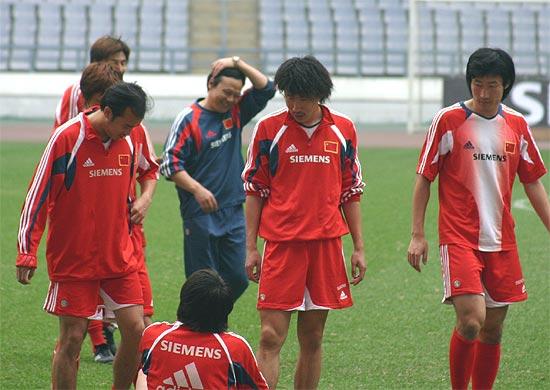 图文-国足情人节备战亚洲杯预赛队友关注李铁伤势