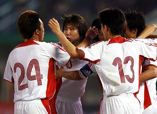 图文-[亚洲杯]中国2-0巴勒斯坦中国队为自己加油