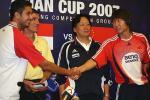 图文-国足开启赛前最后一练李铁携手新加坡球员