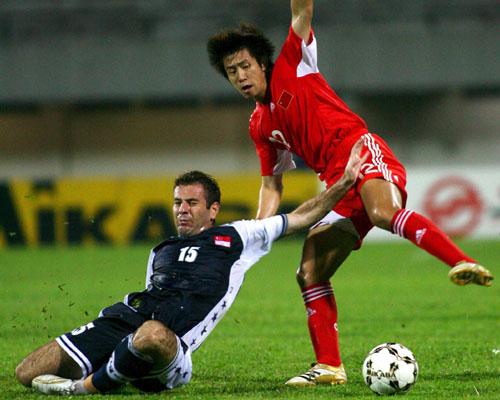 图文-[亚洲杯]新加坡0-0中国郑斌平衡力稍胜一筹