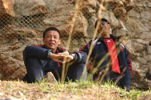图文-国奥0-3负摩纳哥预备队众人坐壁上观?
