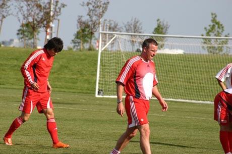 图文-国足丹佛热身赛前最后一练体能教练温斯伯