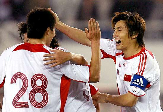 图文-[亚洲杯]国足2-0巴勒斯坦李玮峰欢呼进球