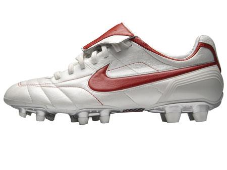 像小罗纳尔多一样踢球NikeAirLegendFG-E