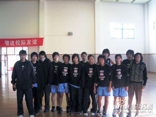 chbl-上海市东初中中学女队于上海向明中学惨败女队罗倩孙渡图片