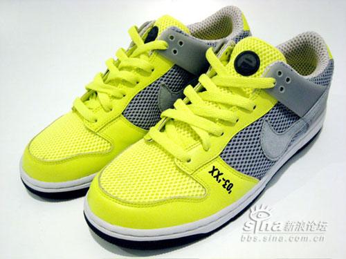 诺坎普的10号苏格兰绿NikeDUNKESTORonaldinho