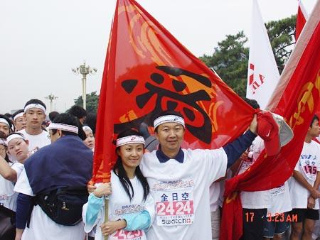 图文-NIKE新浪马拉松团队我们是爱之队的代表
