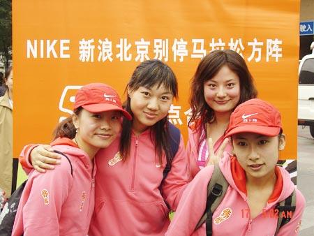 图文-NIKE新浪马拉松团队漂亮宝贝与社区标语