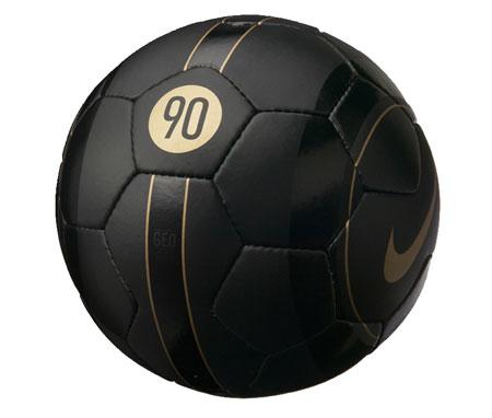 TOTAL90推出耀眼视觉系硬地足球赢得街头美名