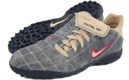 NikeTOTAL90足球鞋Laser足球产品也玩潮流装扮