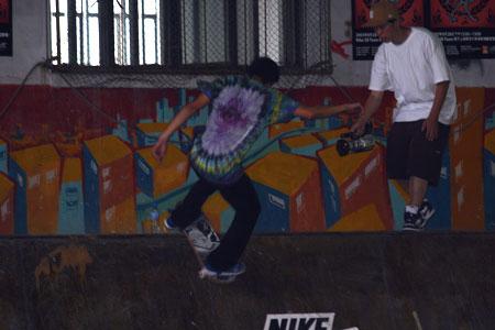 图文-nike滑板队上海校园激情展示 个性随意张扬