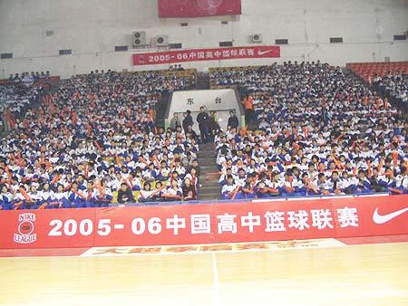 图文-NIKE高中篮球联赛吉林赛区啦啦队整齐划一